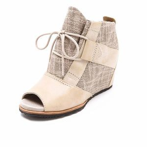 Sorel Lake Wedge Booties Size 5